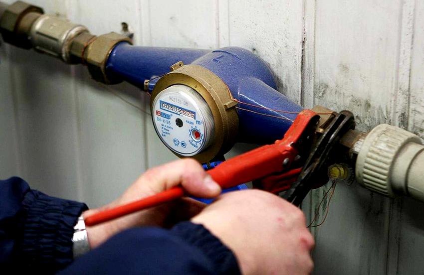 Большинство потребителей не решаются на самостоятельную установку водоизмерительного прибора, так как опасаются выполнить ее неправильно