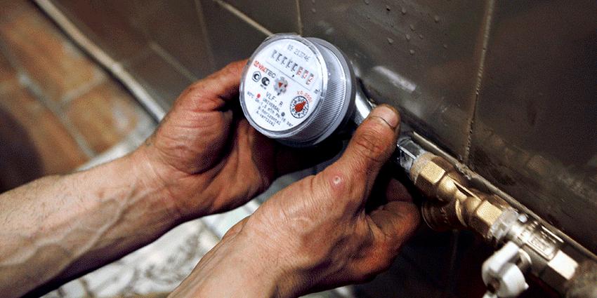 Самый простой способ сэкономить – поставить счетчики для воды