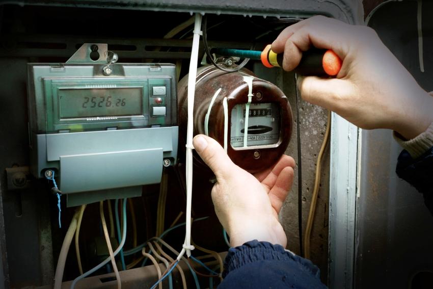 Установив новый счетчик, нужно подать заявку на опломбирование в энергоснабжающую компанию