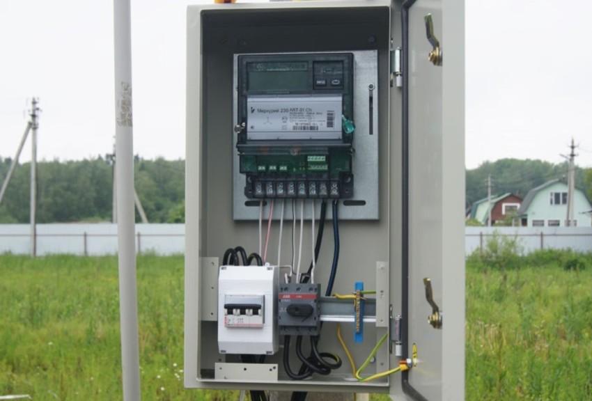 Электрический счетчик должен находиться на высоте от 0,8 м до 1,7 м