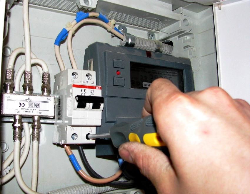 Если нарушить правила установки электросчетчиков, это может привести к несчастному случаю