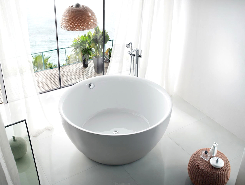 Ванна в форме круга на протяжении последних лет завоевала титул главного атрибута эксклюзивного интерьера ванной комнаты