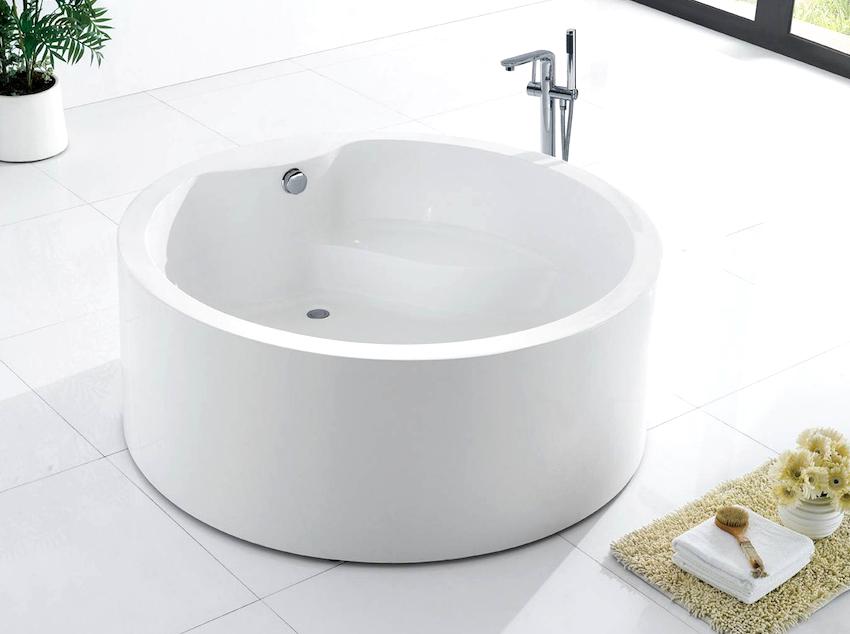 Круглая ванна - это идеальный вариант для ценителей комфорта и приверженцев неординарных идей