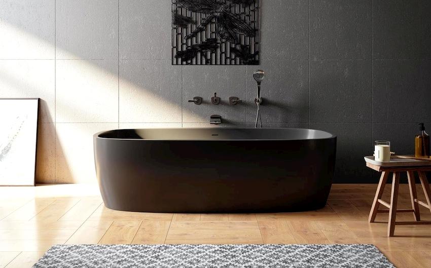 Обособленная ванна в интерьере не только выглядит изысканно и шикарно, но и способствует зрительному увеличению площади помещения
