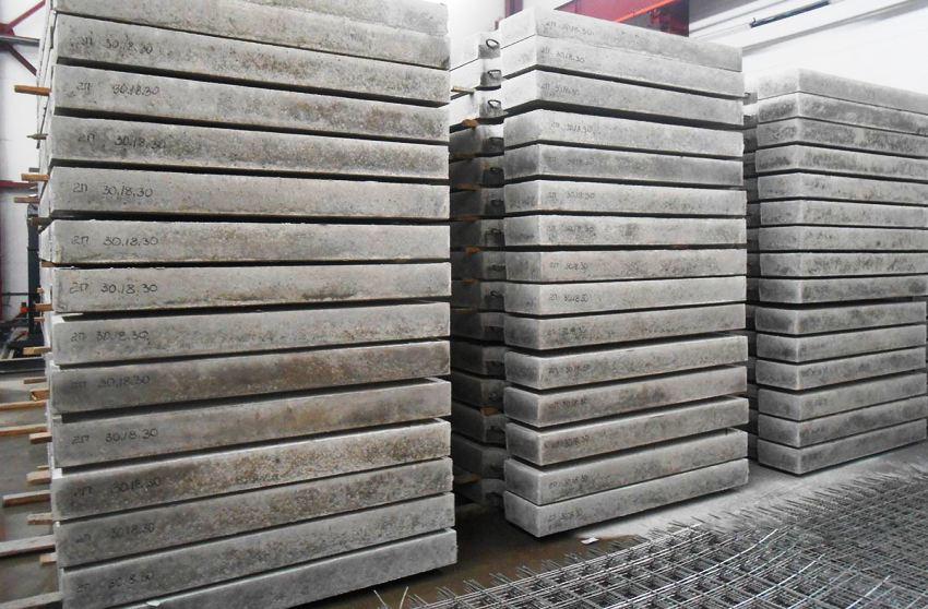 Важным преимуществом бетонных плит является надежность конструкции и длительный срок их эксплуатации