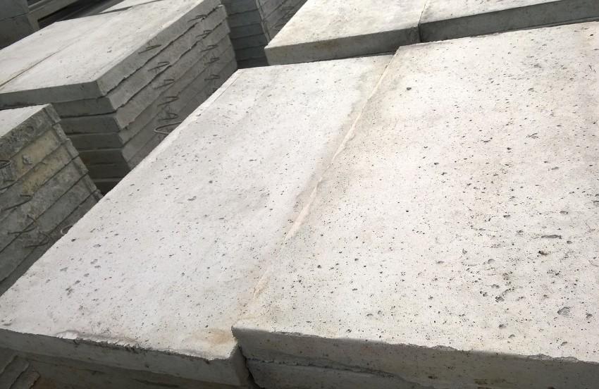 Арматура внутри монолитных плит обеспечивает большой запас прочности