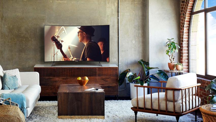 На размер диагонали будет влиять и форма экрана, ведь сейчас стали очень популярными телевизоры с изогнутой формой