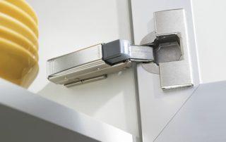 Доводчики для кухонных шкафов: залог долговечной эксплуатации мебели