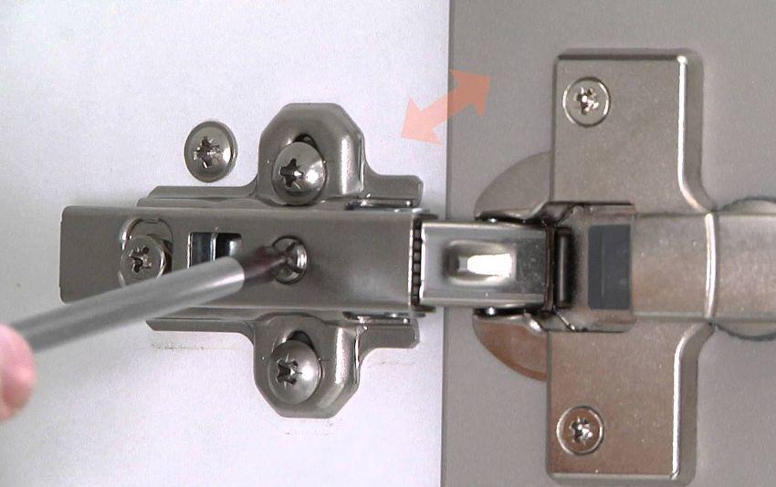 При усилении винта, увеличивается скорость закрытия дверки