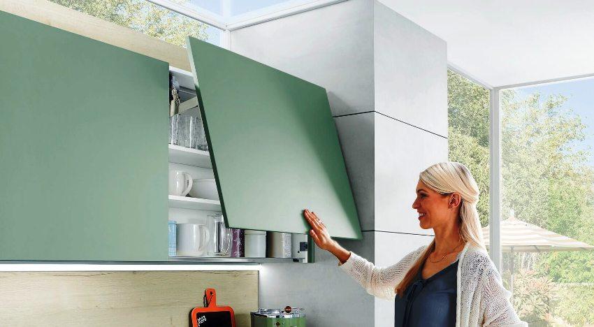 Установка доводчиков позволяет избежать сколов краски и других повреждений поверхности шкафа