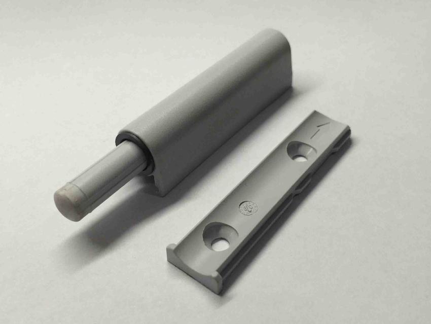 Демпфер изготовляется в двух вариантах, в виде амортизатора или отбойника