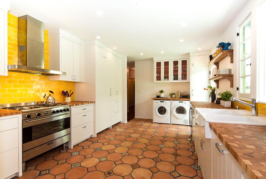 Фартук должен быть практичным, качественным и подходить кухне по дизайну