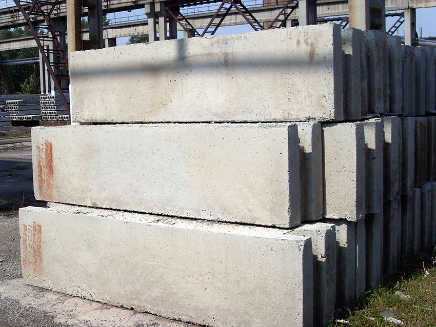 Фундаментные блоки – это строительные элементы из тяжелого бетона