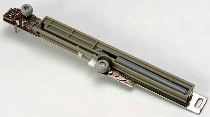 Раздвижные механизмы для дверей-купе бывают опорными и подвесными
