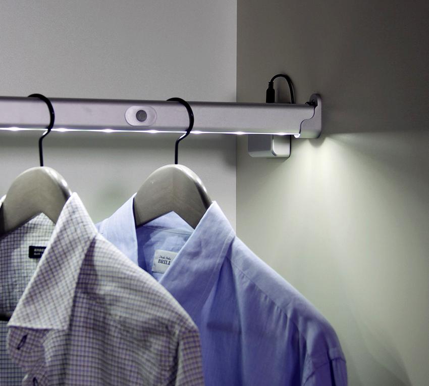 Штанги предназначены для размещения вешалок с одеждой внутри шкафа