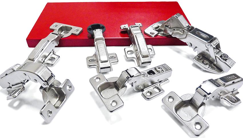 Крепежная фурнитура состоит из раздвижной системы, профилей, позиционеров, направляющих и уплотнителей