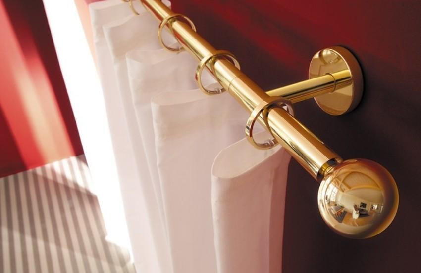 Металлические круглые изделия идеально подходят для тяжелых штор, ведь такие карнизы очень прочные и надежные