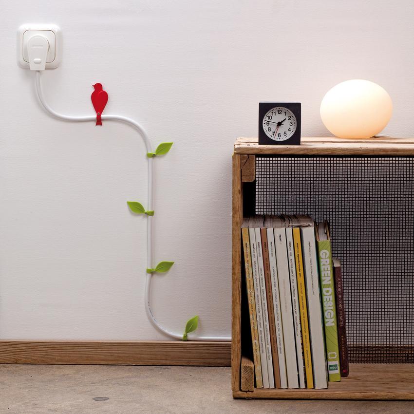 При декорировании проводов нужно уделить внимание элементам фиксации, они не должны нарушить целостность кабеля