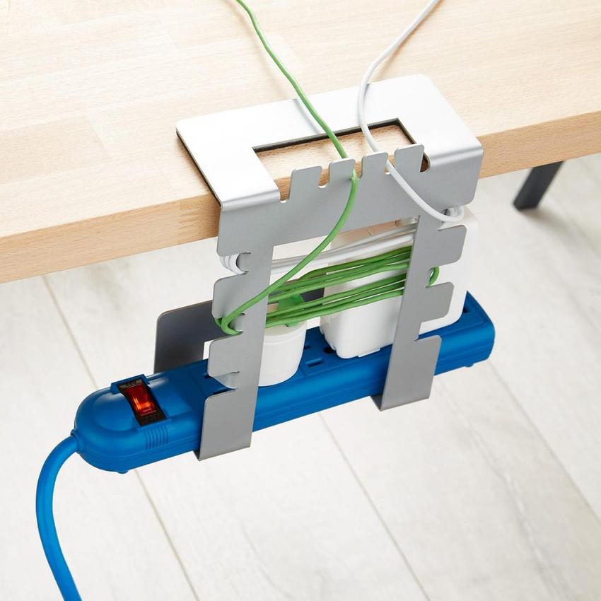 Провода под столом можно спрятать посредством биндеров или используя специальное приспособление