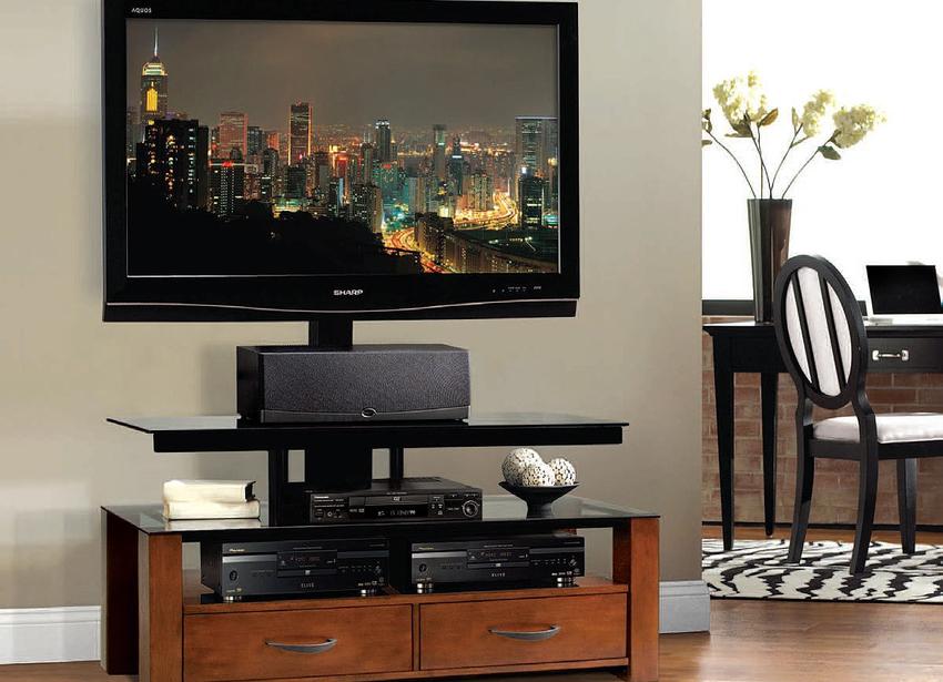 Проводку от телевизора можно спрятать за мебелью, на которой располагается устройство