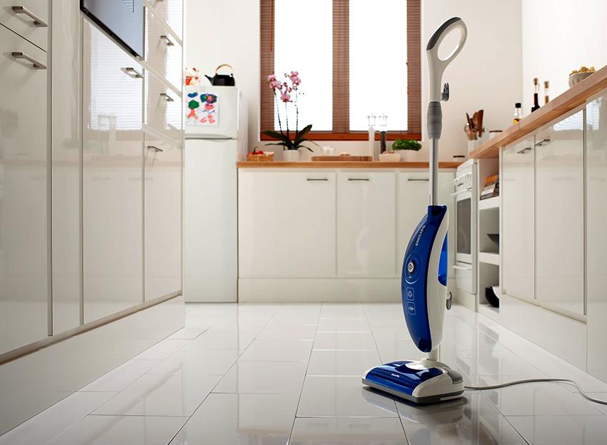 Паровая швабра не только очищает поверхности, но также и дезинфицирует их