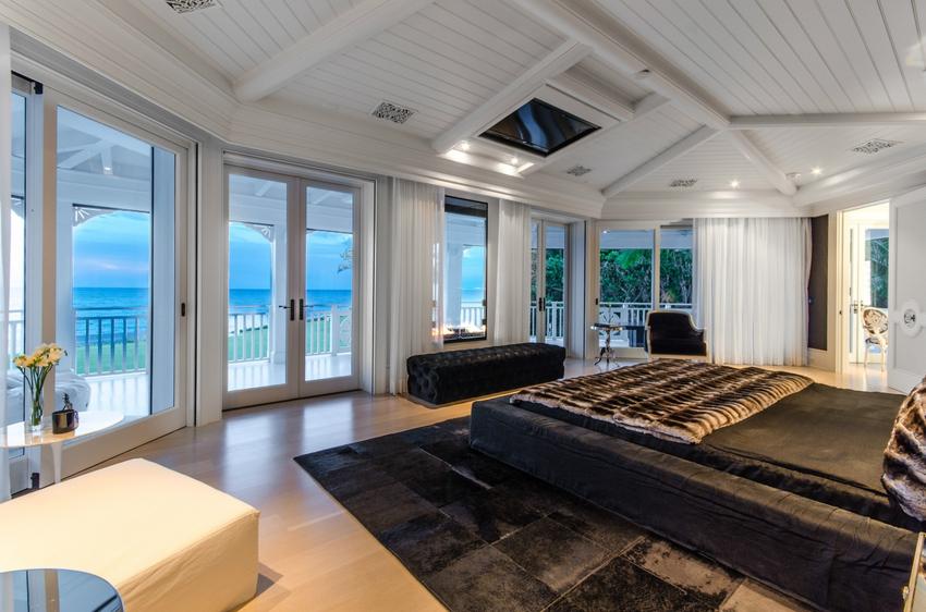 Потолочные виды креплений дают возможность комфортно смотреть телевизор даже из положения лежа