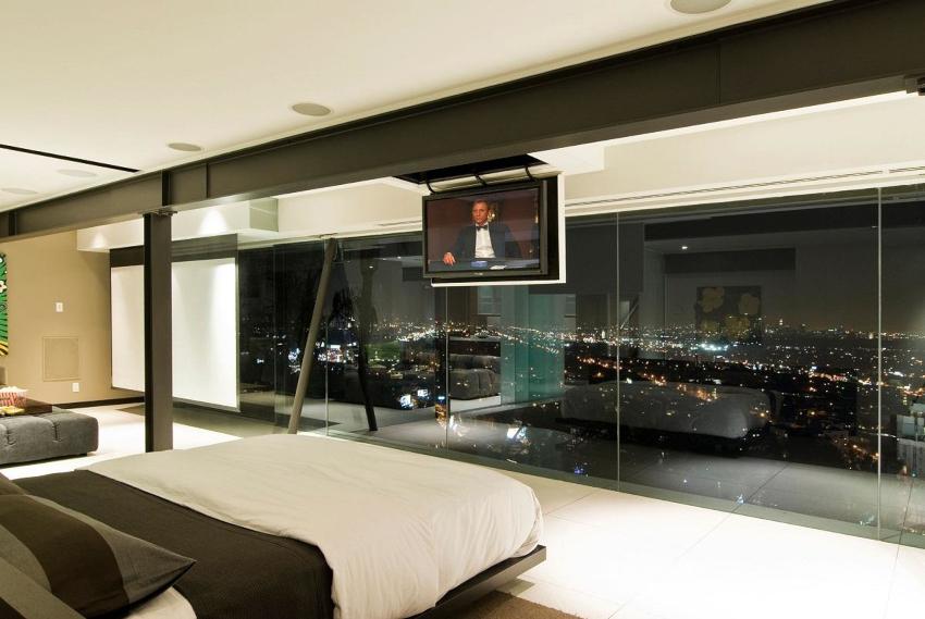 Самым простым считается вариант крепления телевизора на потолок с бетонной поверхностью