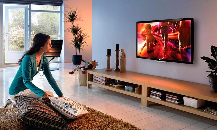 Настенный кронштейн для телевизора обеспечивает комфортные условия для просмотра фильмов и передач