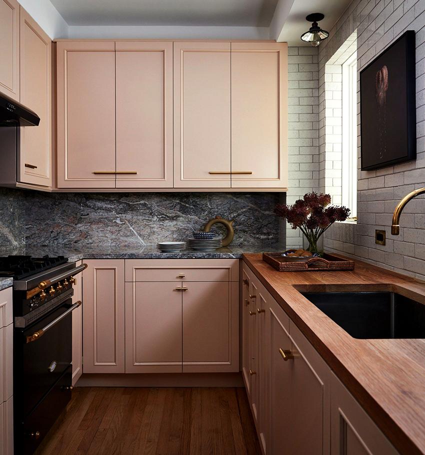Навесные кухонные шкафы отличаются небольшим весом и компактными размерами