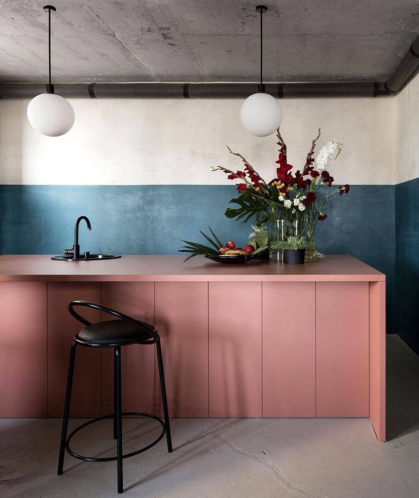 Если помещение маленькое, то кухня без верхних шкафов станет отличным решением