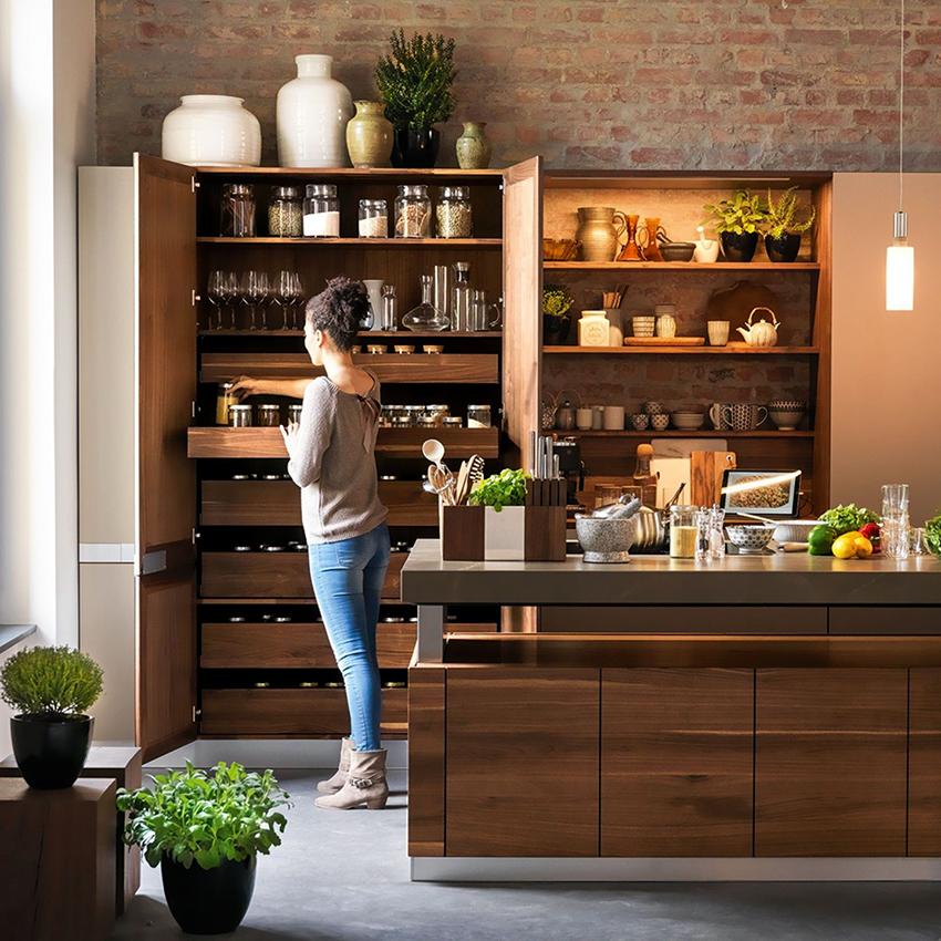 Чтобы кухня была максимально удобной нужно тщательно подобрать внутреннее наполнение шкафов