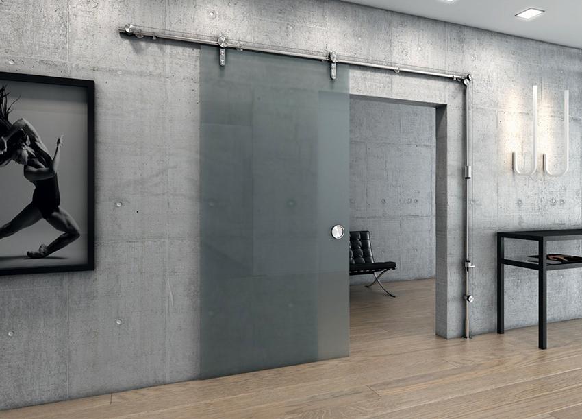 Для стеклянных раздвижных дверей применяют специальные ролики для фиксации