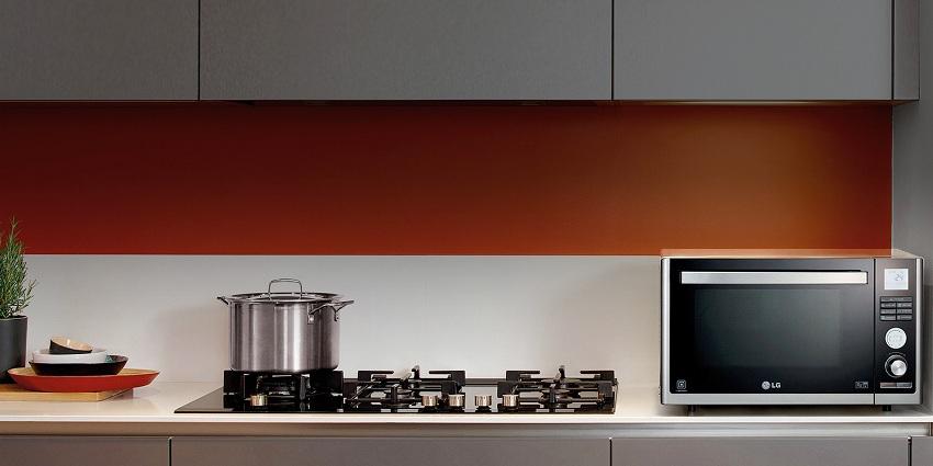 СВЧ-печи LG отличаются оригинальным дизайном и хорошо вписываются в любой интерьер