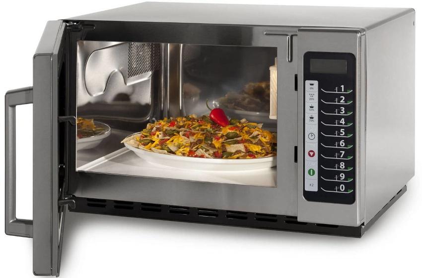 Sharp R-8496ST оснащена основными программами для подогрева и приготовления пищи