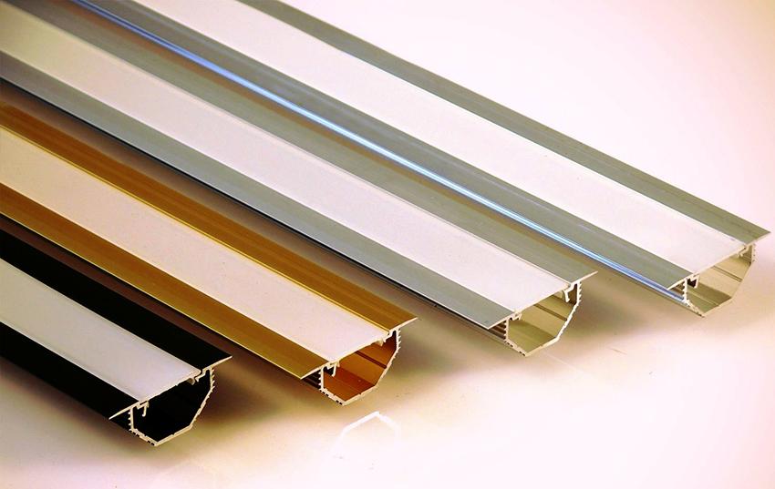 Направляющие для дверей шкафа-купе изготавливают из пластика, алюминия или стали