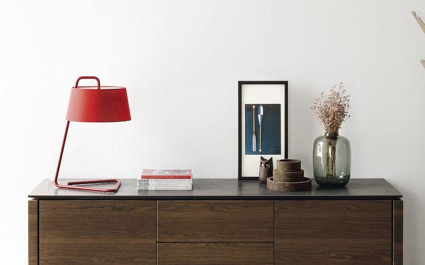 Огромный выбор настольных ламп предлагает фирма Икеа, которая производит как бюджетные, так и более дорогие модели