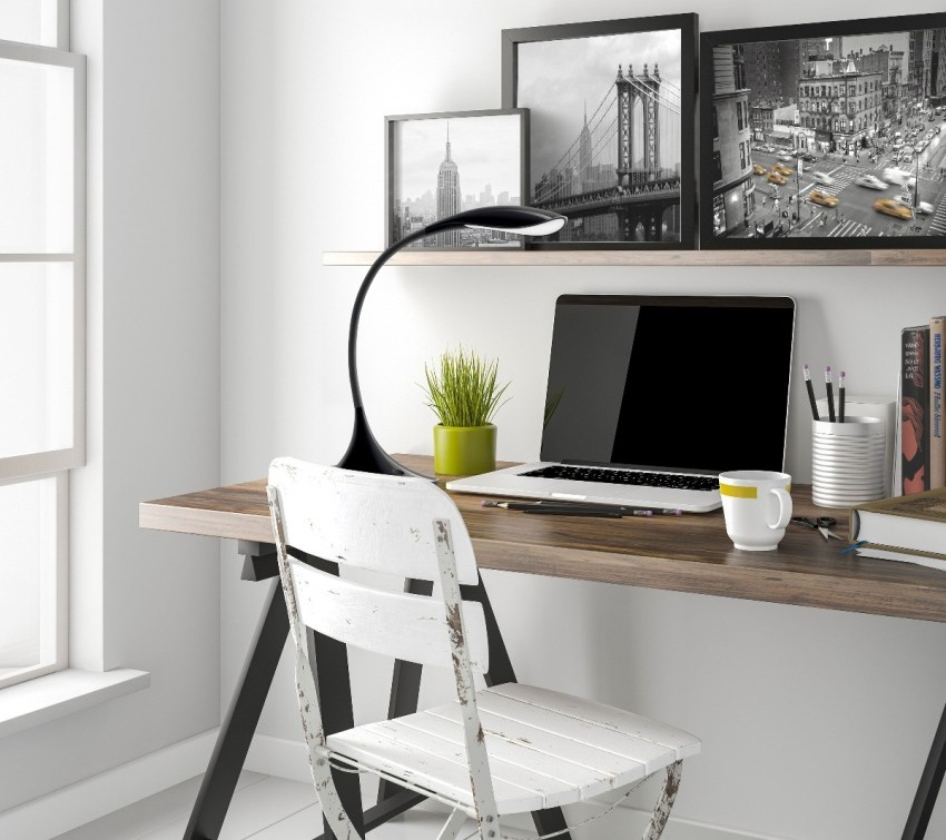 Настольная лампа может смягчать концентрацию внимания, сосредоточенную на мониторе компьютера