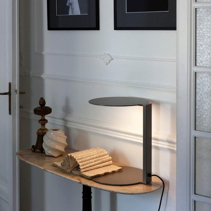 Светодиодные лампы с установкой на поверхность стола - это обычные настольные светильники, которые просто ставятся на стол
