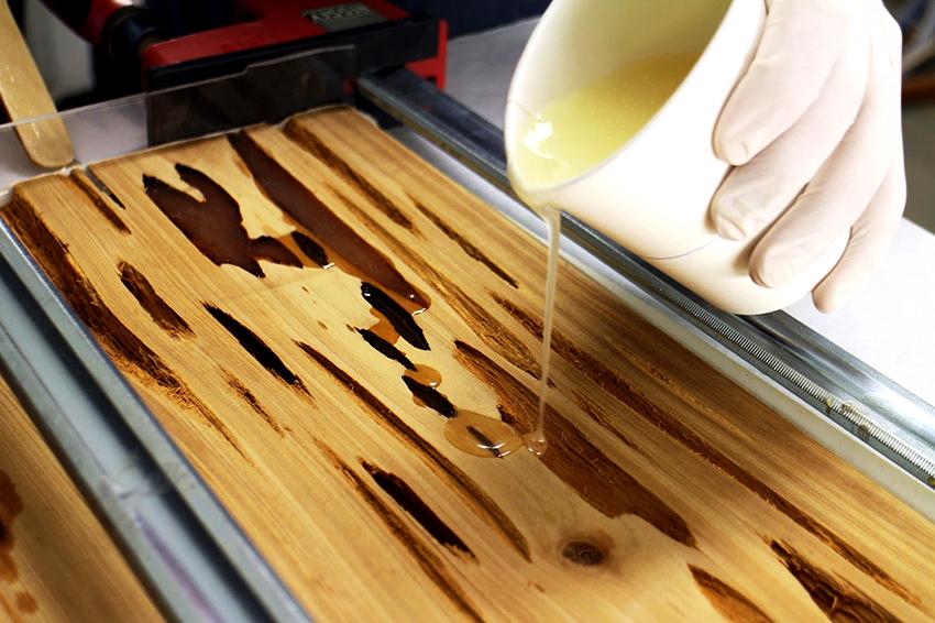 Для изделий с эпоксидной смолой древесина должна быть сухой