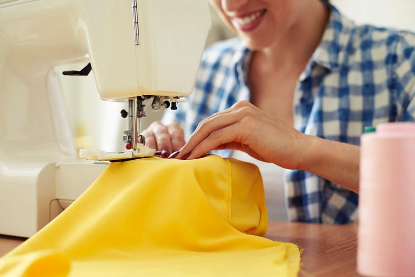 Если есть минимальные навыки шитья, то портьеры легко сшить своими руками