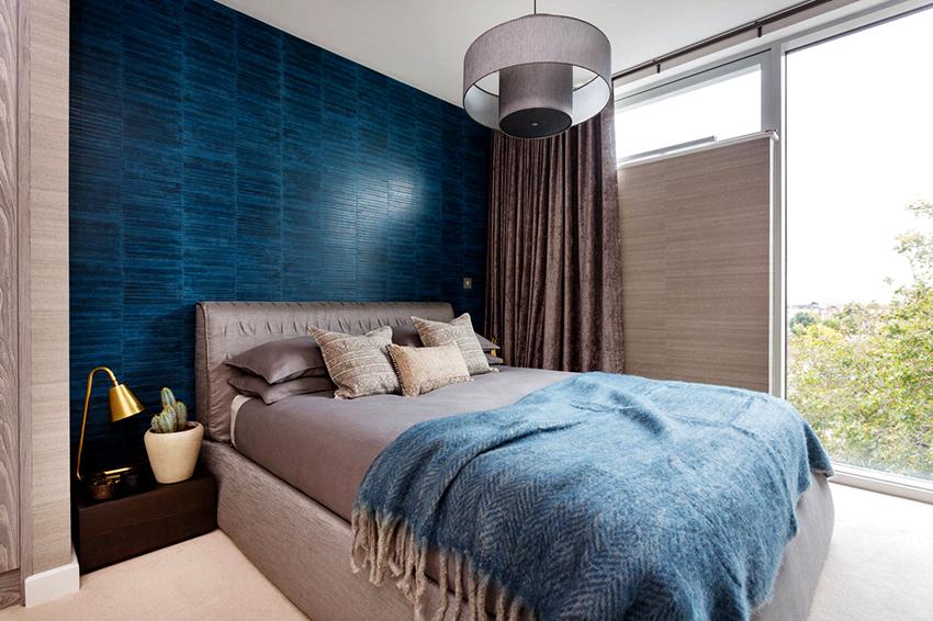 Ночные шторы делают из плотных тканей, которые защищают помещение от проникновения света в любое время суток