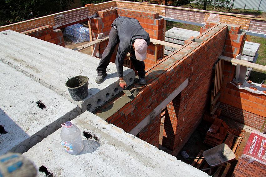 Используя плиты перекрытия можно сэкономить время на строительстве