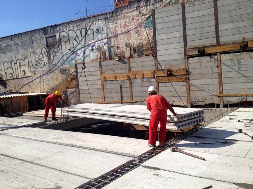 800 кг/м² – стандартный показатель несущей способности плит перекрытия