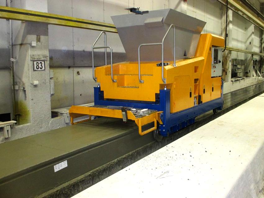 Форму плитам придает формовочная машина, после этого изделие разрезают