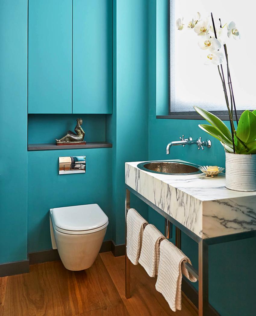 При планировке туалета необходимо учитывать размер и отделку помещения