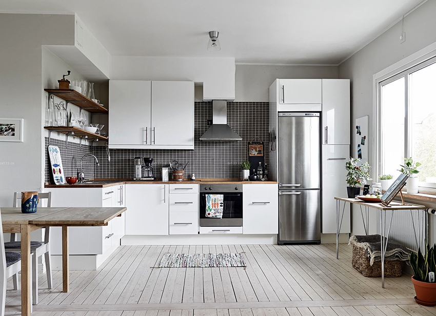 По размерам холодильники можно разделить на такие категории: полногабаритные, средние и мини-холодильники