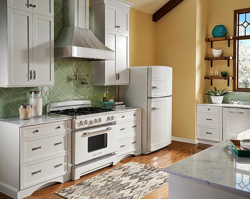Мини-холодильник является хорошим решением для размещения на даче