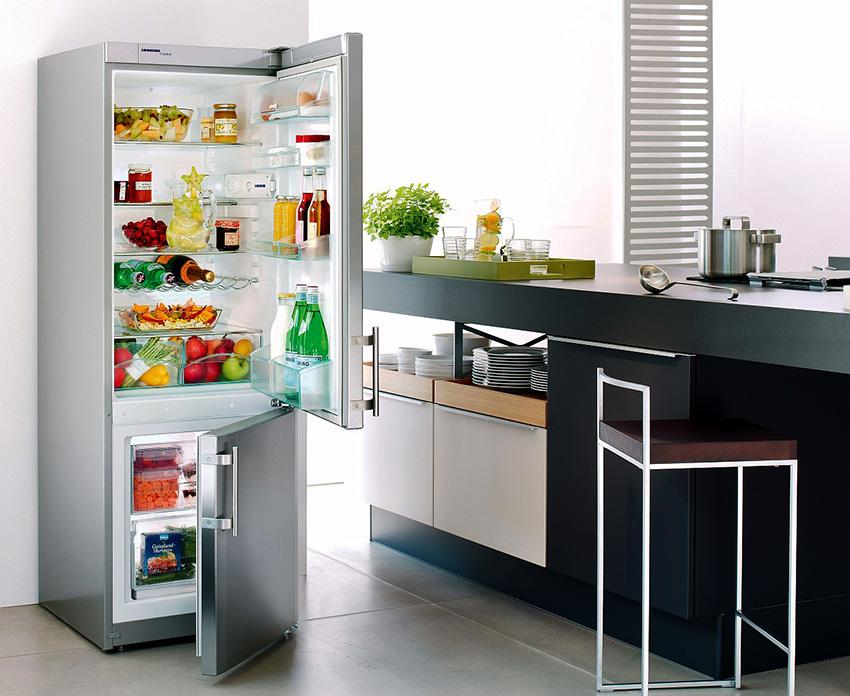 Вес холодильников с одинаковыми размерами может отличаться на 10-15 кг