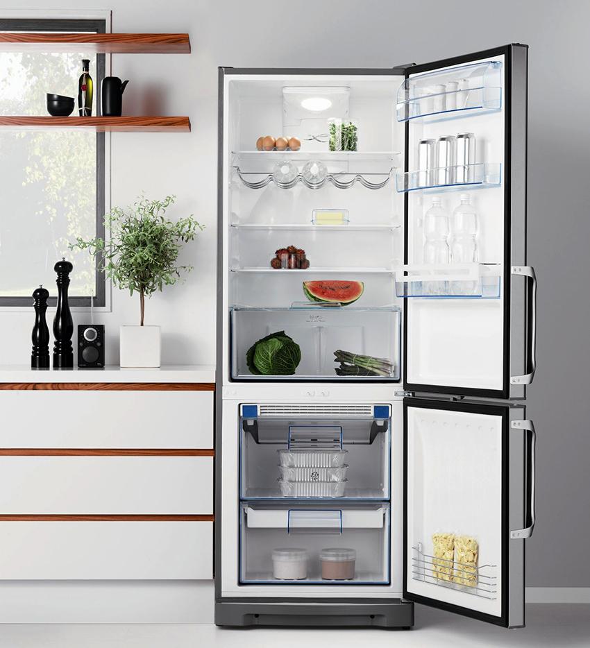 Стандартная глубина полногабаритных холодильников составляет 60-70 см
