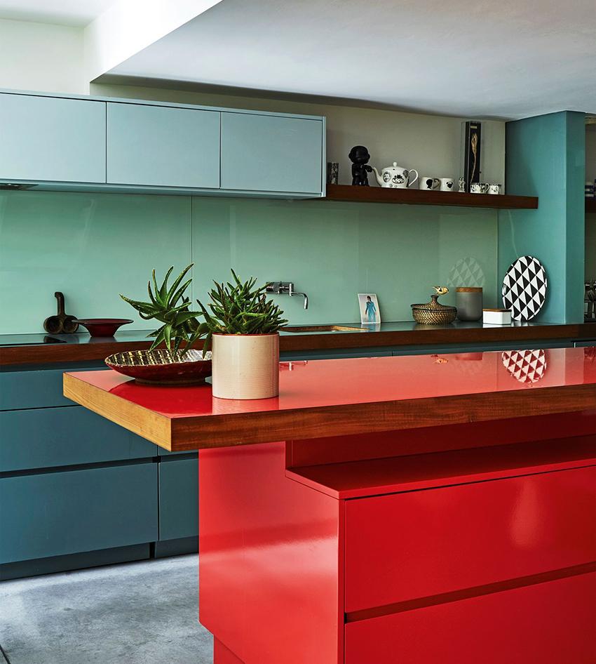 Стандартная кухонная мебель вписывается не во все помещения